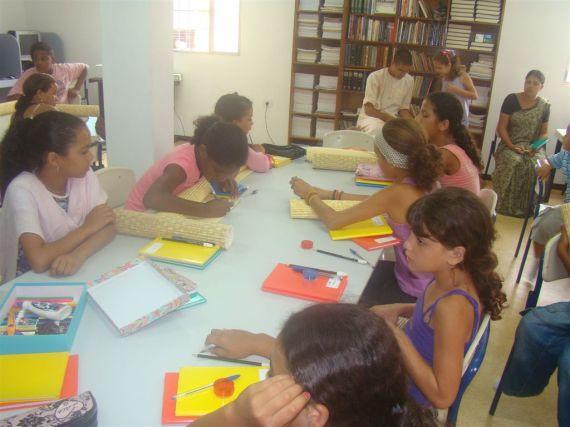 Escola Bhakti: Amar é Servir 02