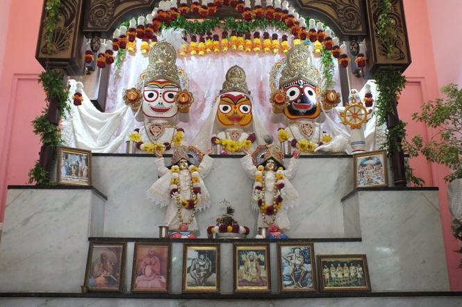 02 SI (artigo - krishna) Por que Krsna Aparece como Jagannatha (2090) (pn)4
