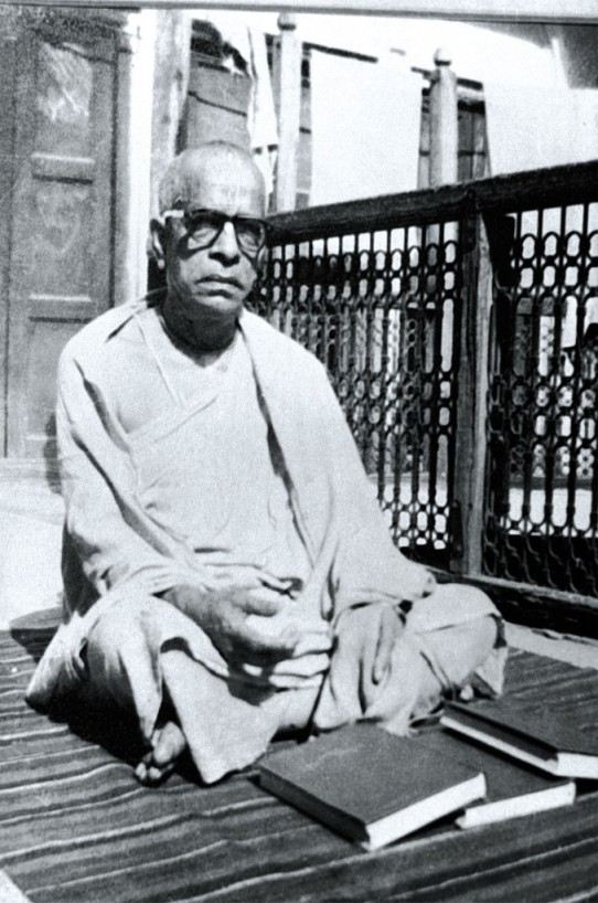 28 I (artigo - pregação) Srila Prabhupada, um Narada Muni Moderno (comemorado 29) (1800) (pn) (da)4