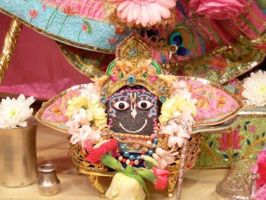 4 R (oração - peregrinação) Dez Versos Para o Refúgio em Govardhana (700) (dia 4, Govardhana Puja)10