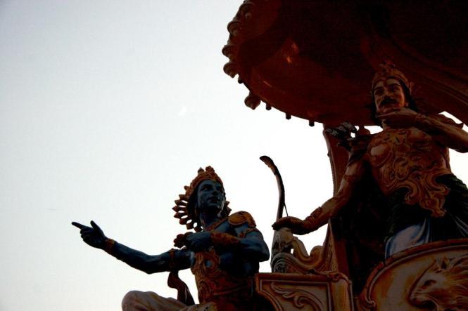11 SI (entrevista - bhagavad-gita) O Gita Condensado (Dia 12 - aparecimento do Gita) (3000) (bg)01