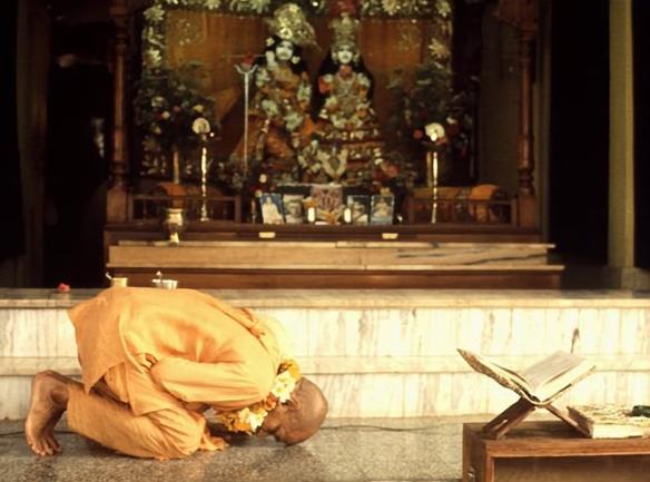 11 (poemas e orações) I Oração aos Pés de Lótus de Krishna (505) (dia 11, Prabhupada parte para os EUA) (bg) (ta)