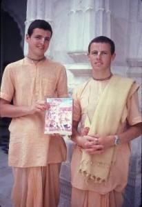 -15 R (artigo - karma e reencarnação) Reencarnação de Sri Raghava Dasa Brahmachari (4250) (sankirtana)2