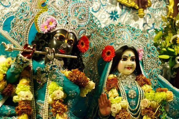 24 R (artigo - Adoração à Deidade) O Resgate de Govindaji (1800)4