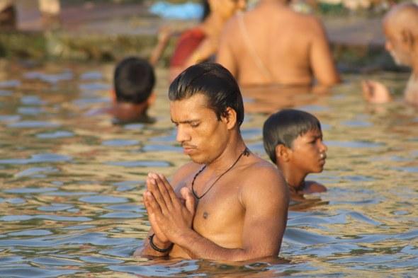 -@ 04 SI (artigo - Caitanya e Associados) O Nascimento do Senhor Chaitanya (GPurnima dia 5, com contagem regressiva) (3250) (bg) (ta)2