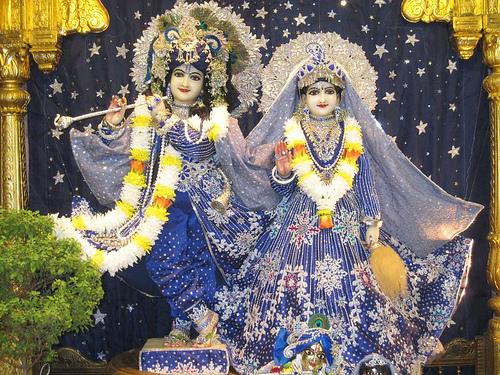 -@ 09 I (entrevista - adoração à Deidade) Por que É Necessária, Afinal, a Adoração à Deidade (2371) (bg) (pm) (ta) (sankirtana)