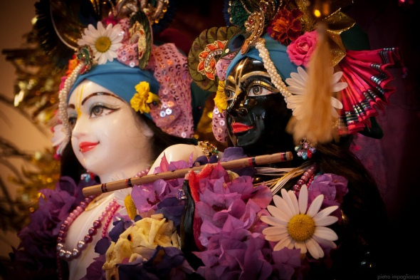 -@ 09 I (entrevista - adoração à Deidade) Por que É Necessária, Afinal, a Adoração à Deidade (2372) (bg) (pm) (ta) (sankirtana)