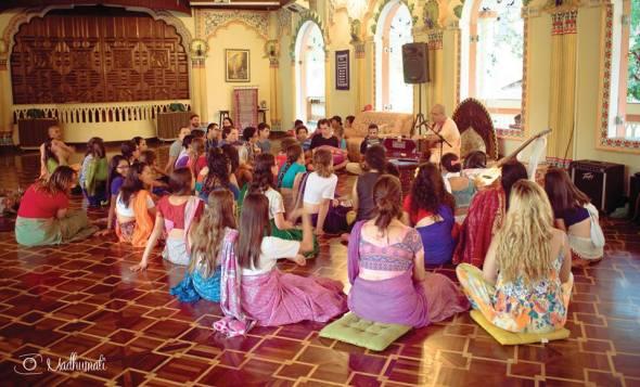27 (notícia - educação) Reportagem Radha Krishna Camp (11)
