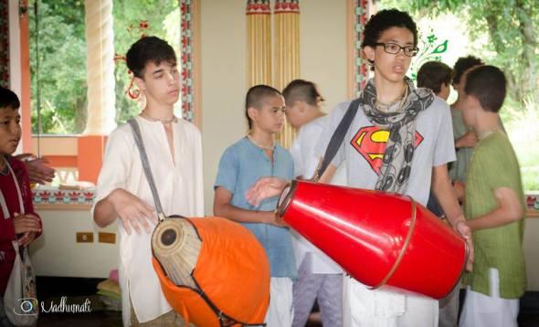27 (notícia - educação) Reportagem Radha Krishna Camp (2)
