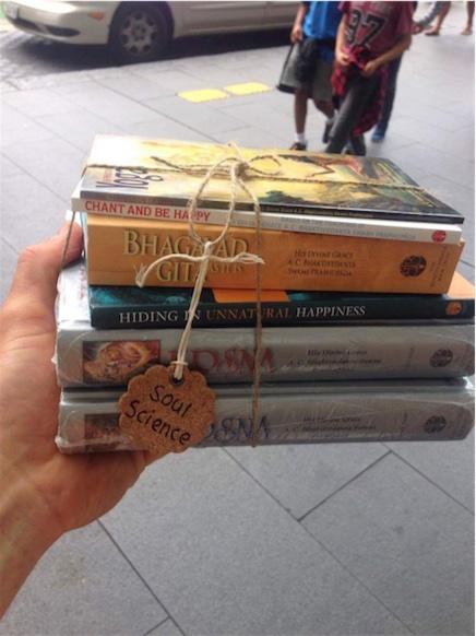 distribui-conjuntos-de-livros-cuidadosamente-selecionados