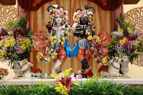 O belíssimo altar do Ashram Vrajabhumi
